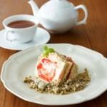 15苺とミルクティークリームのショートケーキ+tea